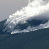 霧島連山・新燃岳の火口から溶岩流が溢れ出す!!今後火砕流につながる恐れも!!