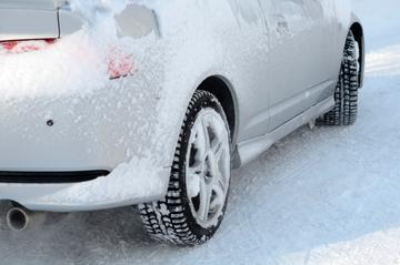 冬ドライブに備えたい! スタッドレスタイヤとタイヤチェーンの選び方