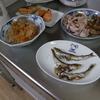 幸運な病のレシピ( 1676 )朝:マダラ煮つけ、鮭、鱒、メザシ、味噌汁(桂むきの練習)、マユのご飯