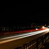 長時間露光を利用し、自動車の光を取り入れてレーザービーム写真を撮影してみよう