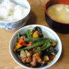 今日の食べ物 朝食にに夏野菜とチキン