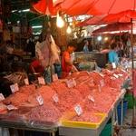 「クロントゥーイ市場」~バンコクで一番ディープなバンコクを常に見ることが出来る市場!!