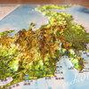 立体日本地図カレンダーに大喜び。地理に興味をもつか。