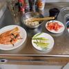 幸運な病のレシピ(41) 味噌汁、アスパラソテー、鮭パイ皿、塩麹下ごしらえ