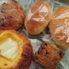金沢市小立野にあるパン屋さん。ぱんやむぎこで、クリームチーズデニッシュ、クリームパン、スコーン、くるみパン等。