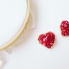 赤いハートの刺繍ピアスとイヤリング、完成しました!