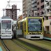 鹿児島市電9500形 9505号車(ゼロカーボンシティ カゴシマラッピング車両)&1000形 1013号車(南海堂のげたんはラッピング車両)