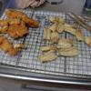 幸運な病のレシピ( 1566 )朝:鳥カツ、ちくわ磯辺揚げ、鶏レバーのしぐれに、塩サバ・イワシ・手羽先(麹)、味噌汁
