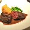 三田の「コートドール」で蝦夷鹿のロースト、季節野菜のエチュベ、アンチョビのトースト。