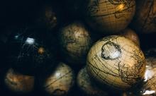 こんなふうに見えるとは。海を中心に眺める世界地図って?【英語多読ニュース】