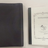 左側のページを隠すことができるA6版革製ノートカバー