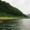 錦秋湖をSUPで漕いで、ダム湖に沈む旧国鉄横黒線の遺構を見に行く