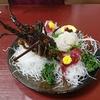 珊瑚礁で伊勢海老料理を食べた