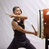 楽しそうに太鼓を叩く人は、太鼓からも愛されている