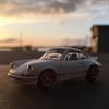 PORSCHE CARRERA GTに乗って、夕陽に照らされる漁港へ。