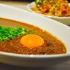 荻窪の「吉田カレー」でMIX辛口多め、キーマダブル卵黄1つ、中華アチャールダブル。