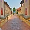 「古都チェンマイ」~ターペー門手前城壁外の街並を歩いていると、あちらこちらに必ず寺院(Wat)が・・・。