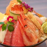 【金沢】職人技が光る珠玉の海鮮丼にうっとり。「海鮮丼 ゆたか水産」が近江町市場にオープン!【NEW OPEN】