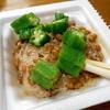 ダブルのネバネバで夏は元気に、オクラ納豆丼【貧乏飯16】