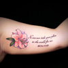 文字と花・ユリのタトゥーデザイン