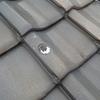 太陽光温水器を撤去したあとで、穴の開いた瓦がそのままになっていた件。
