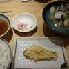 目の前で揚げる天ぷらをリーズナブルに食す「天ぷらまきの梅田店」