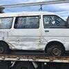 熱海市から車検切れのパンクした故障車をレッカー車で廃車の出張引き取りしました。