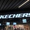 Skechersで開催中のセールに潜入、商品をリサーチ、今後の販売戦略を考察してみた。