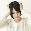 肩こりからくる頭痛の3大原因とその解消法を教える