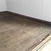押入れの天袋の天板が劣化してバキバキだったのが、やっと上から化粧板を貼ってもらえました。
