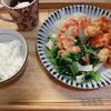 「唐揚げのオーロラソースと茹で野菜の一皿。お題「昨日食べたもの」「簡単レシピ」」