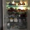 冷蔵庫と食器棚・・たいしたことないところです。