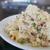 中国人女性が作る炒飯は、しっとり薄味で肉の旨味が美味しかった。