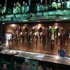 [ま]六本木「Two Dogs TAPROOM」はクラフトビールの種類が豊富なアメリカンなビアパブだった @kun_maa