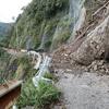 四万十町・志和から小鶴津への海岸沿いの道は現在、土砂崩れで歩行者も通行困難です