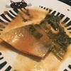 鯖の味噌煮と向き合う