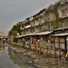 「クロントゥーイ」の線路沿いのスラム街の近くを通って~バンコクで最もディープな市場へ。。。