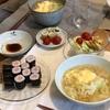 キャベツと卵とじのマルちゃん正麺塩味、のりまき、ちくわきゅうりとトマト