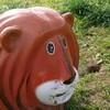 多摩川河川敷のライオンが見るその先は