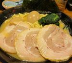 壱角家横浜家系ラーメン!美味しい濃厚豚骨らーめん、油そば!