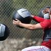 コア:体幹のスティフネスはどのように四肢の速度と筋力を高めるか(基本的なスポーツ動作のひとつ、投動作を例に考えてみると、右投げの投手は、ワインドアップにおいて左脚を上げ、右脚の股関節と膝関節を軽く屈曲させてバランスをとる)