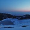 夕暮れの鳥海湖