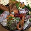 山口県下関市のおかもと鮮魚店で、1000円の神海鮮丼食わずに2500円の「おかもと丼」を食べた味の評価と感想。