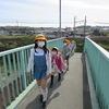 登校の風景:歩道橋周辺