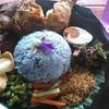鮮やかな青色ご飯のナシクラブ