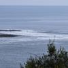 週末ライフ。「冬が戻った寒空の下、海岸線をドライブすれば静かな波は変わらず寄せて輝く海を映し出す」の巻。