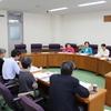 被団連の皆さんが県議会会派に自主避難者への支援継続を求める要望活動。