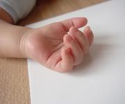 母親が中古品取引サイトに新生児を出品 「希望金額」に驚きの声が