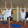 「1日たった10分」ストレッチポールに横になるだけで姿勢改善やダイエットに効果的