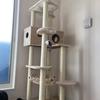 猫のために白い巨塔(茶色いけど)を建ててやったよ!さぁキャットタワーを楽しんでちょうだい!!